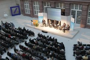 Podiumsdiskussion im Atrium der Deutschen Bank (Quelle: Haus & Grund Deutschland)