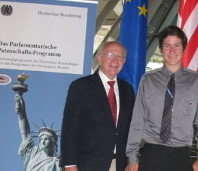 Peter Götz mit Chase Varner auf der Fraktionsebene im Reichstag.