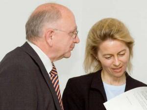 Ursula von der Leyen und Peter Götz bei einer Sitzung der AG Kommunalpolitik