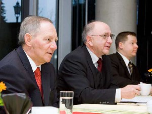 Dr. Wolfgang Schäuble, Peter Götz MdB und Dr. Harald Bauer bei einer Sitzung der AG Kommunalpolitik
