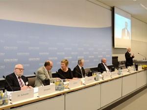 Moderiert wurde die Veranstaltung von von Tanja Samrotzki (Mitte).