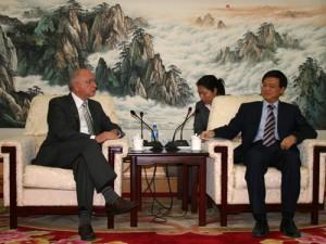 Peter Götz bespricht Zusammenarbeit mit dem chinesischen Abgeordneten Dr. Yuefeng Ni