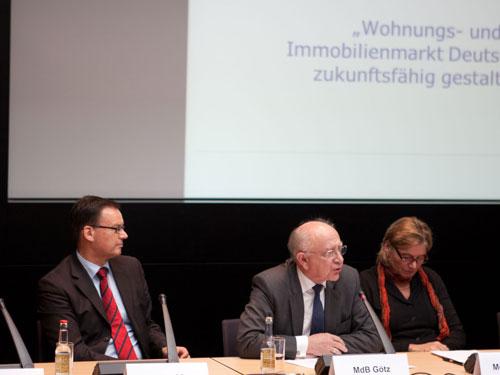 """Peter Götz bei der Poduiumsdiskussion """"Wohnungs- und Immobilienmarkt - Deutschland zukunftsfähig gestalten"""""""
