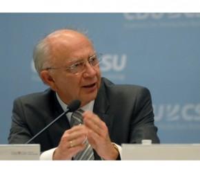 """Peter Götz bei der Diskussionsrunde """"Wie viele Menschen erträgt unser Planet?"""" (© CDU/CSU-Bundestagsfraktion)"""