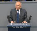 Peter Götz vor dem Rednerpult im Plenarsaal des Deutschen Bundestages