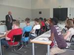 Aufmerksam verfolgen die Schüler die Ausführungen von Peter Götz