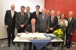 MdB Götz und CDU-Bundestagskandidat Whittaker mit OB Schnurr und Gästen beim Eintrag ins Goldene Buch der Stadt Bühl durch den österreichischen Botschafter Dr. Scheide