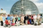 Peter Götz mit seinen Gästen auf der Kuppelebene des Reichstages