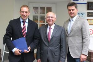 V.l.n.r.: Henning Otte, Peter Götz, CDU-Kreisvorsitzender Jörg Hillmer, MdL